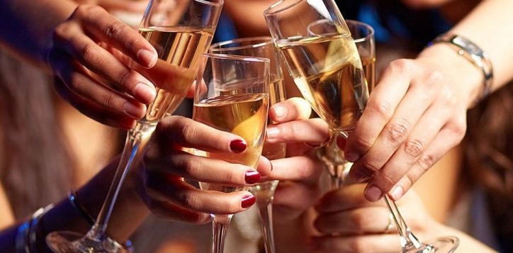 group-women-cheersing-champagne-2